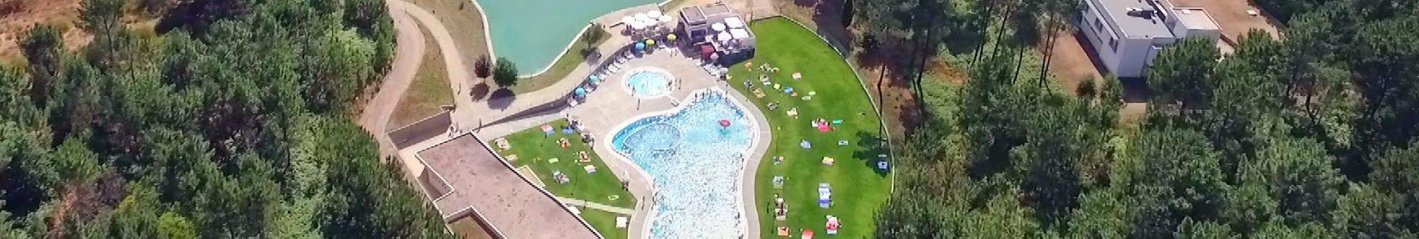 02-melgac3a7o-a-pousada-da-juventude-c3a0-direita-entre-as-piscinas-do-centro-de-estc3a1gios-o-hotel-monte-de-prado-e-o-rio-minho-01