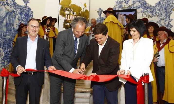 Inauguração do Festival com o corte da fita pelo presidente da Câmara Municipal de Melgaço e o vereador da Camara Municipal de Lisboa.